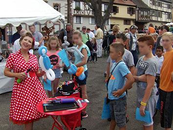 Anouk PinUP sculptrice sur ballons, Animation Dorffascht 2017 - Fête du village de Gueberschwihr