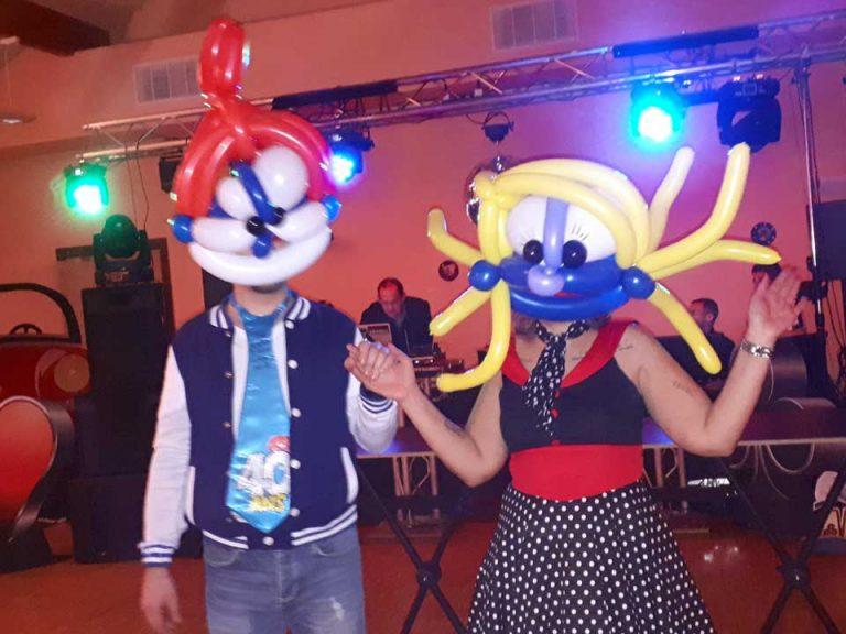 Un masque en ballon pour fêter un anniversaire, ambiance assurée