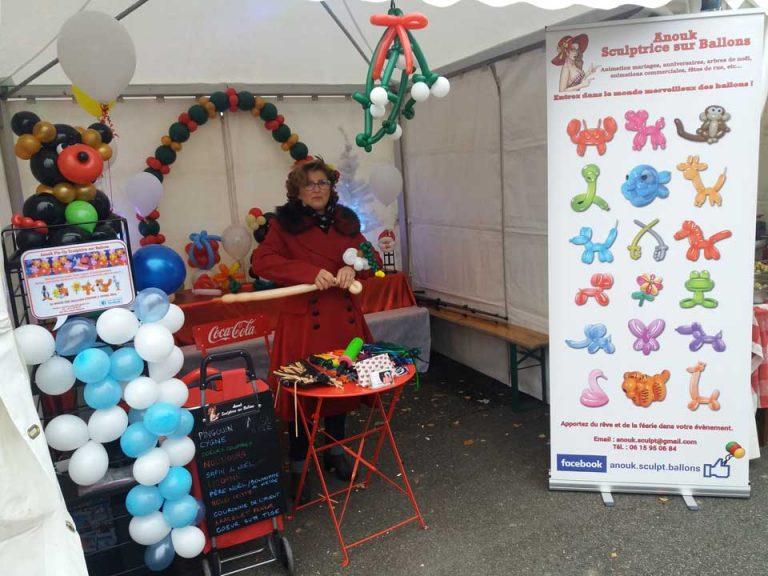 Animation sculptures sur ballons pour un marché de Noël